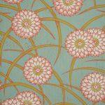 Papier peint à motif de chrysanthème à la manière de l'héraldique japonaise -Inv. 2013 PC 35 © Cliché Musée du Papier peint, Rixheim, France