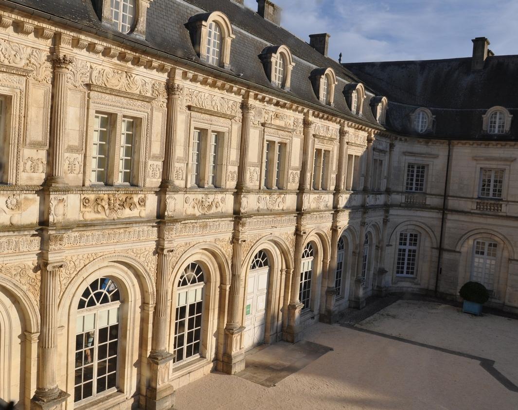 Château de Champlitte – façade Renaissance et ailes 18e siècle.