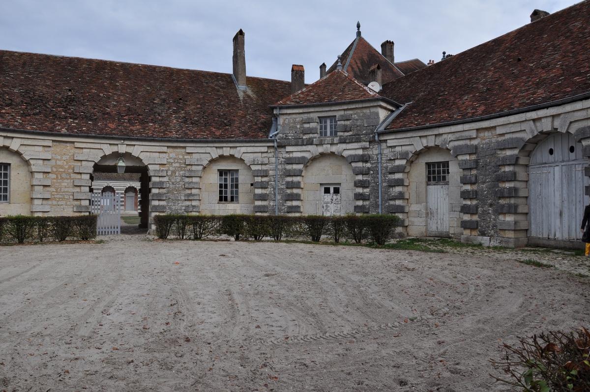 Les écuries - Château de Moncley, bâti entre 1778 et 1790 par l'architecte Claude Joseph Alexandre Bertrand