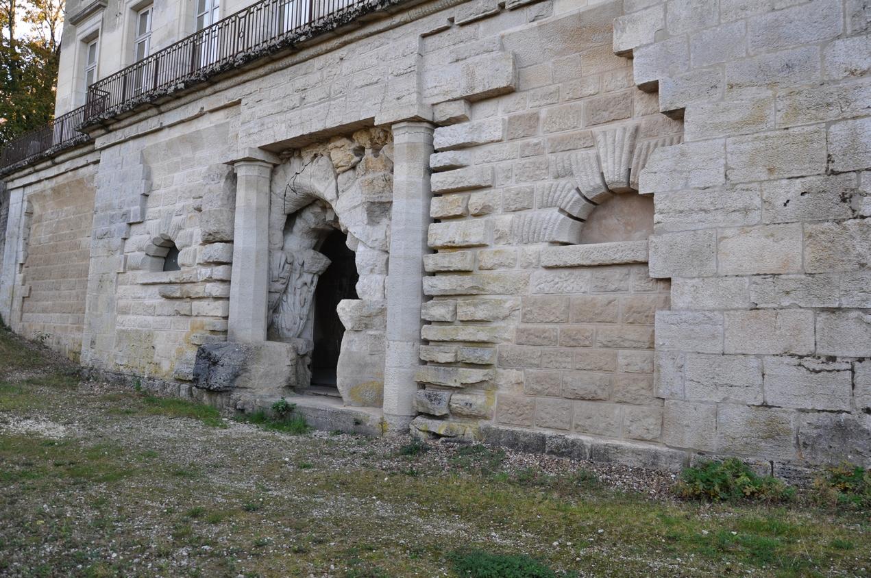 Château de Champlitte – la grotte, façade nord – aménagement de l'architecte Claude Joseph Alexandre Bertrand.